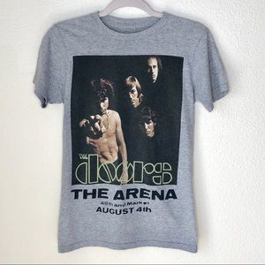 """☀️2/$20  The Doors """"The Arena"""" Band Tee. Size XS"""